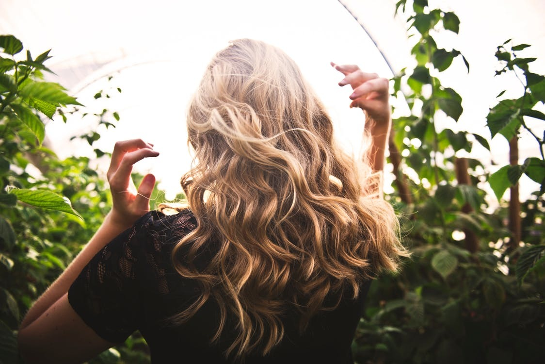 Health Tips for Strong, Shiny Hair