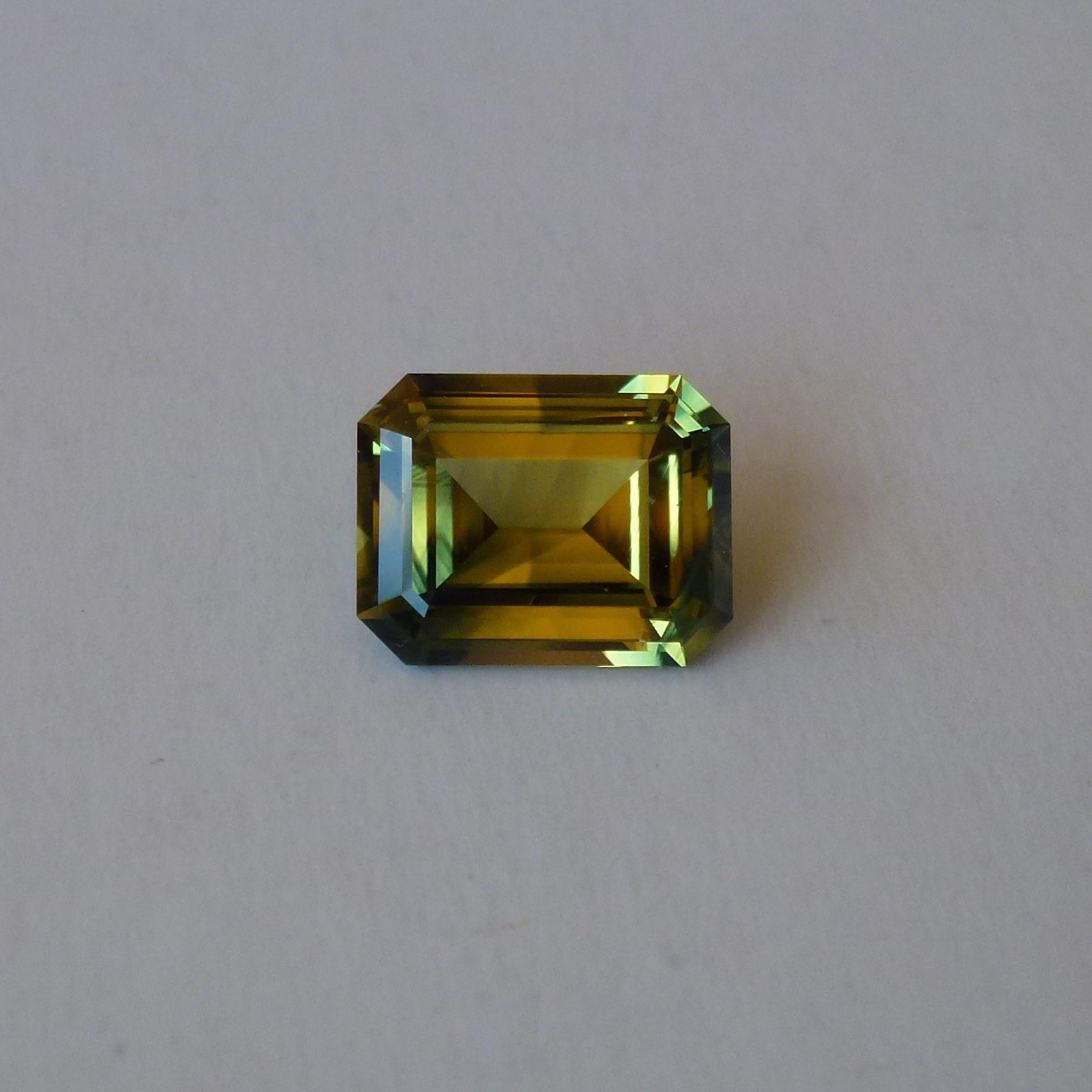 15093 - Yellow Green Parti Sapphire