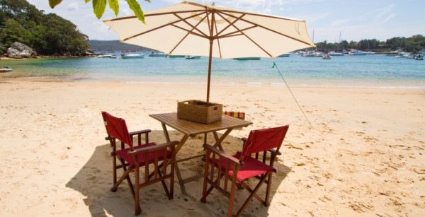 Picnic in Paradise, Store Beach