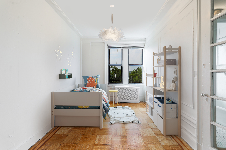 Guest bedroom 3/4