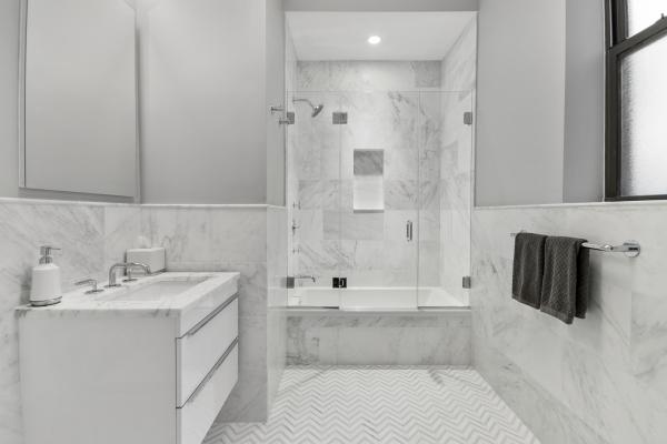 GUEST BEDROOM MARBLE EN-SUITE BATHROOM