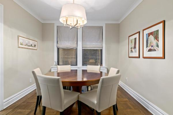 Separate dining room, perfect for entertaining