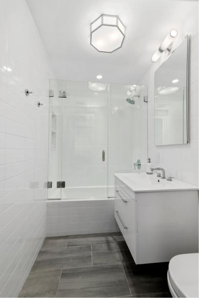 Guest bathroom with Porcelanosa tiles