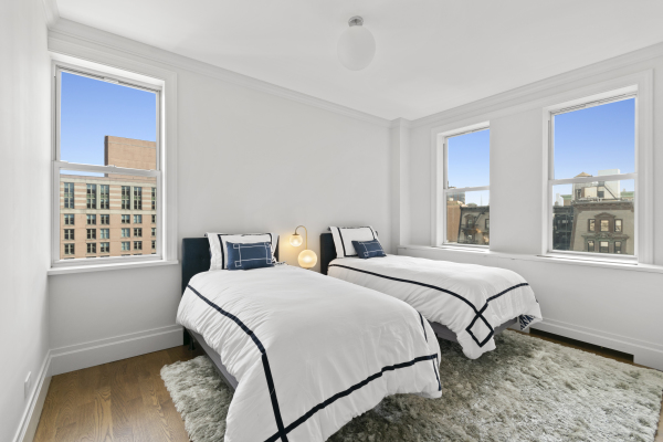 Spacious and light-filled guest bedroom with en-suite and East and South Exposures