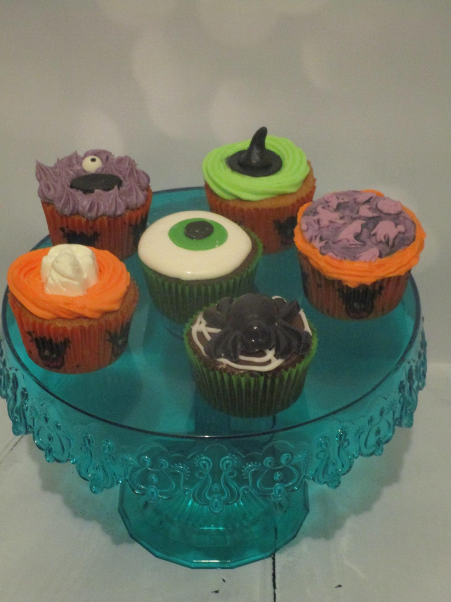 Mixed Box Halloween Cupcakes