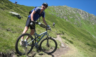 mountain biking in grizedale forrest on north face run,