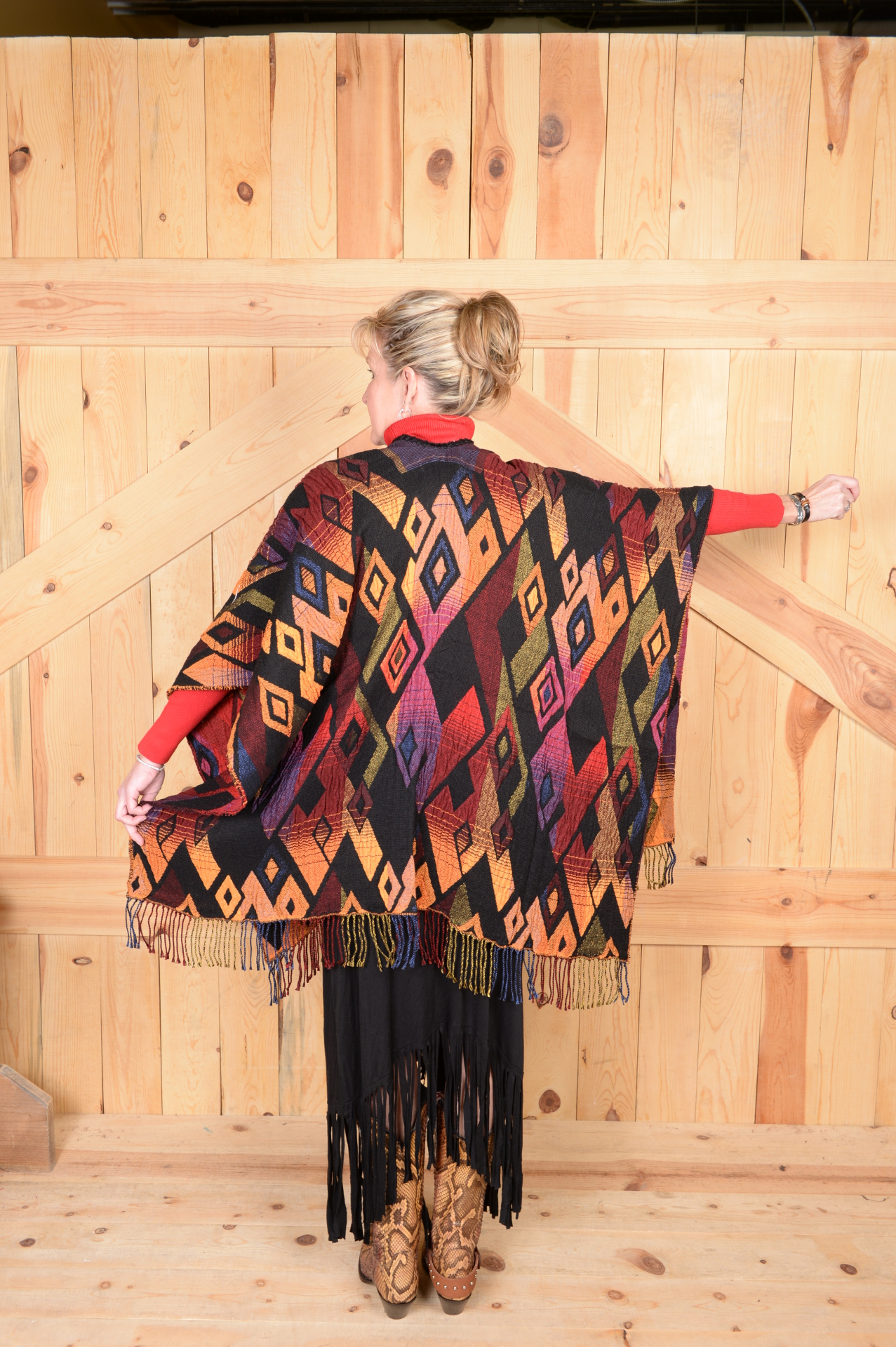 #100DSC - SUNSET DIAMOND ITALIAN CAPE                      ONE SIZE - $169.95