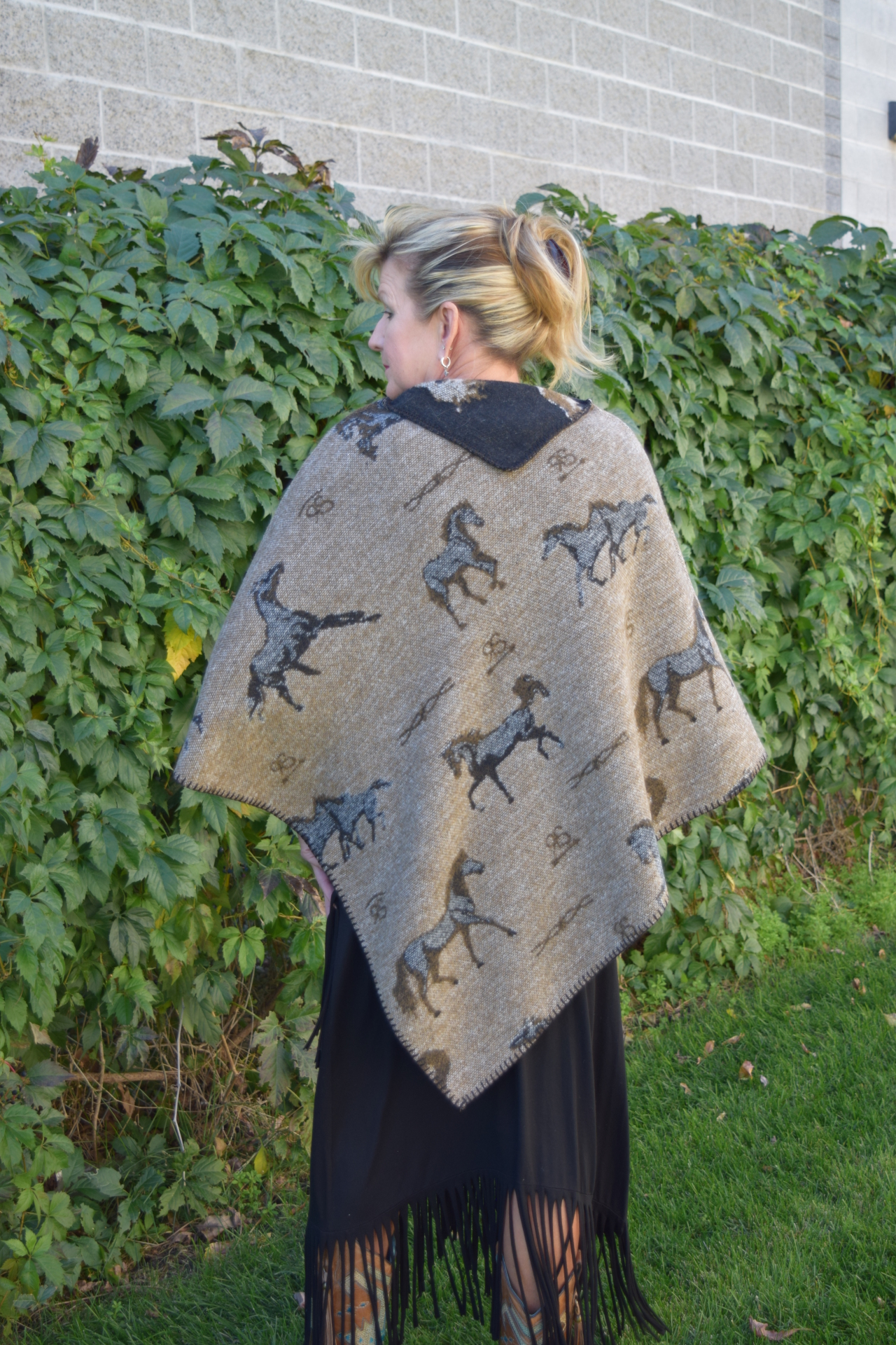#228HBT - TAN HORSE BRANDS KERCHIEF PONCHO - back