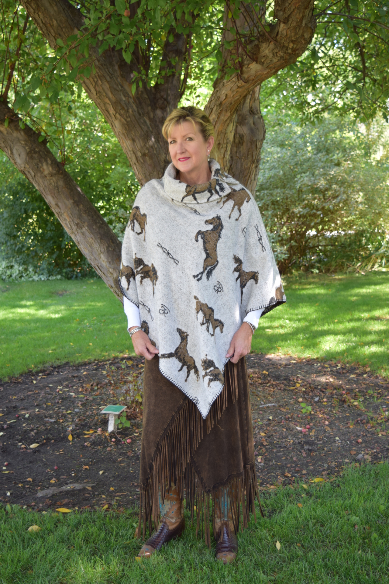 208HBO - OATMEAL HORSE BRANDS BUTTON COLLAR PONCHO - O/S - $119.95