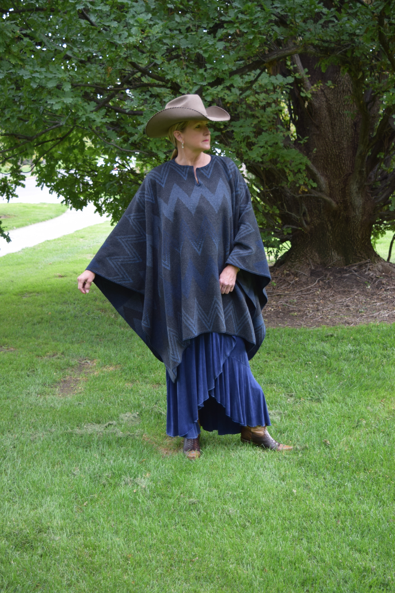 #201WM - MIDNIGHT WIGWAM B.S. PONCHO - O/S - $119.95