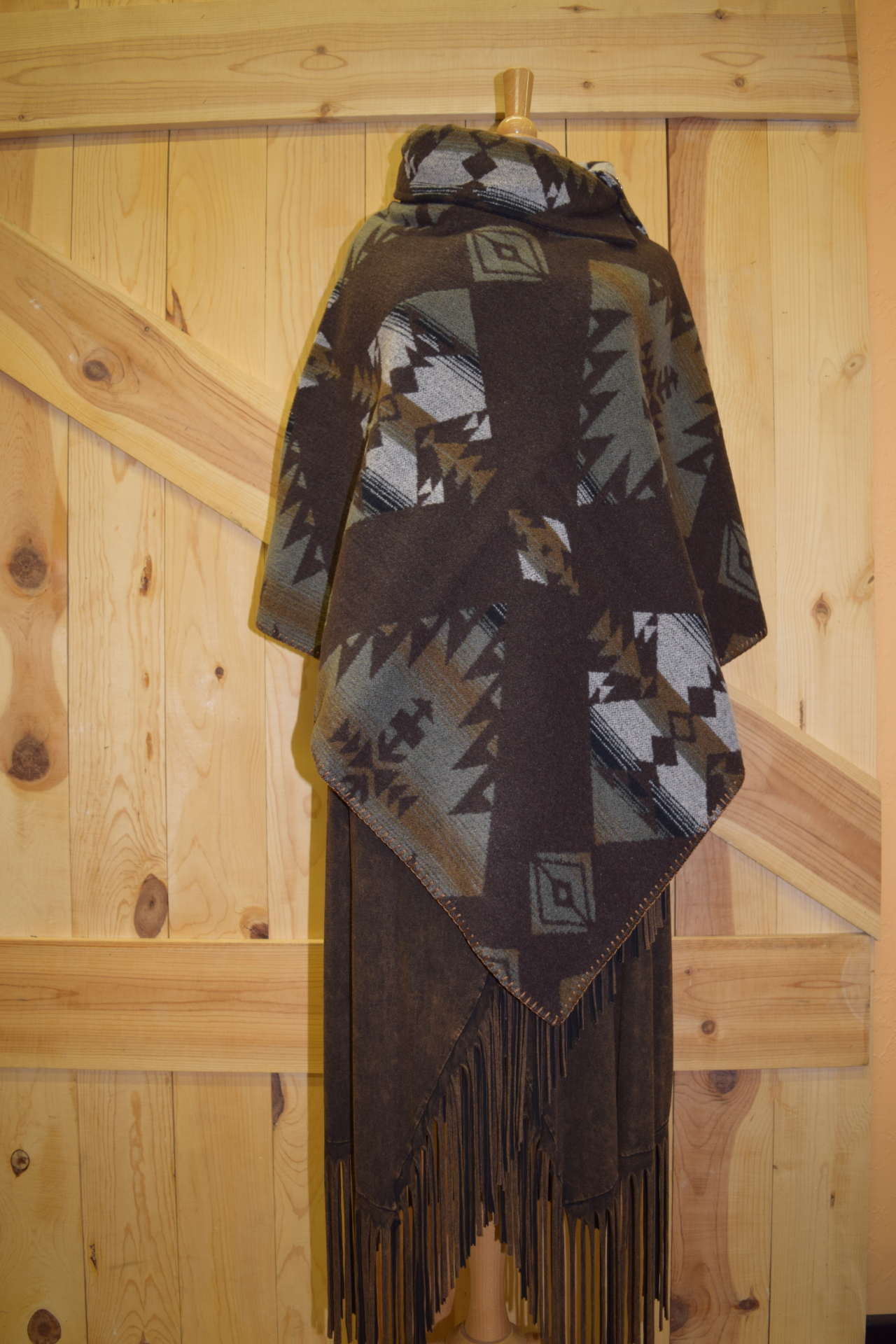 #208KS - KEMOSABE BUTTON COLLAR PONCHO - O/S -- $119.95