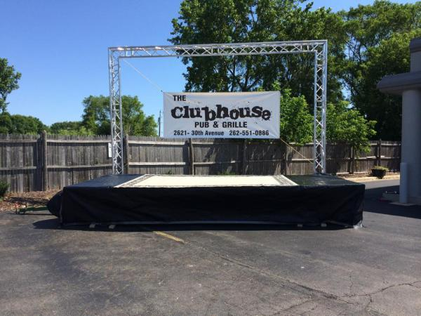 Clubhouse-Outdoor-Stage