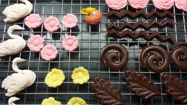 Gum-Paste-and-Chocolate-Designs