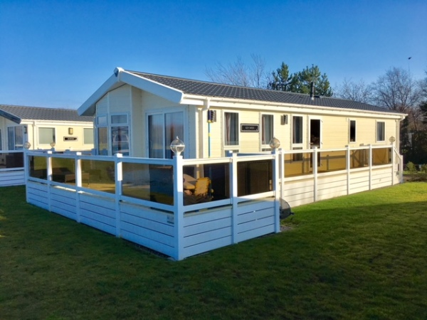 NEW LAKESIDE LODGE NOW AVAILABLE TO HIRE