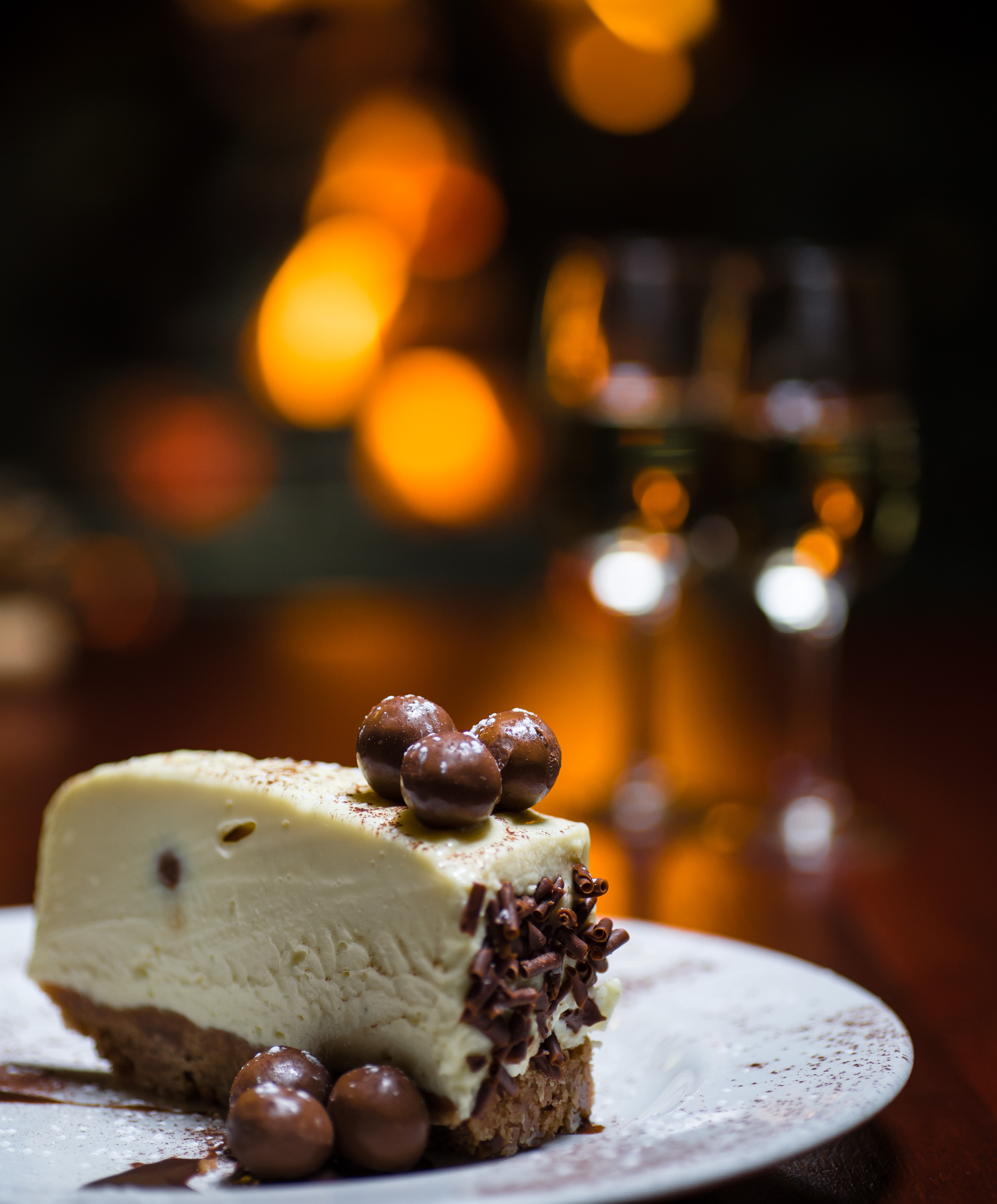white chocolate & malteaser cheesecake