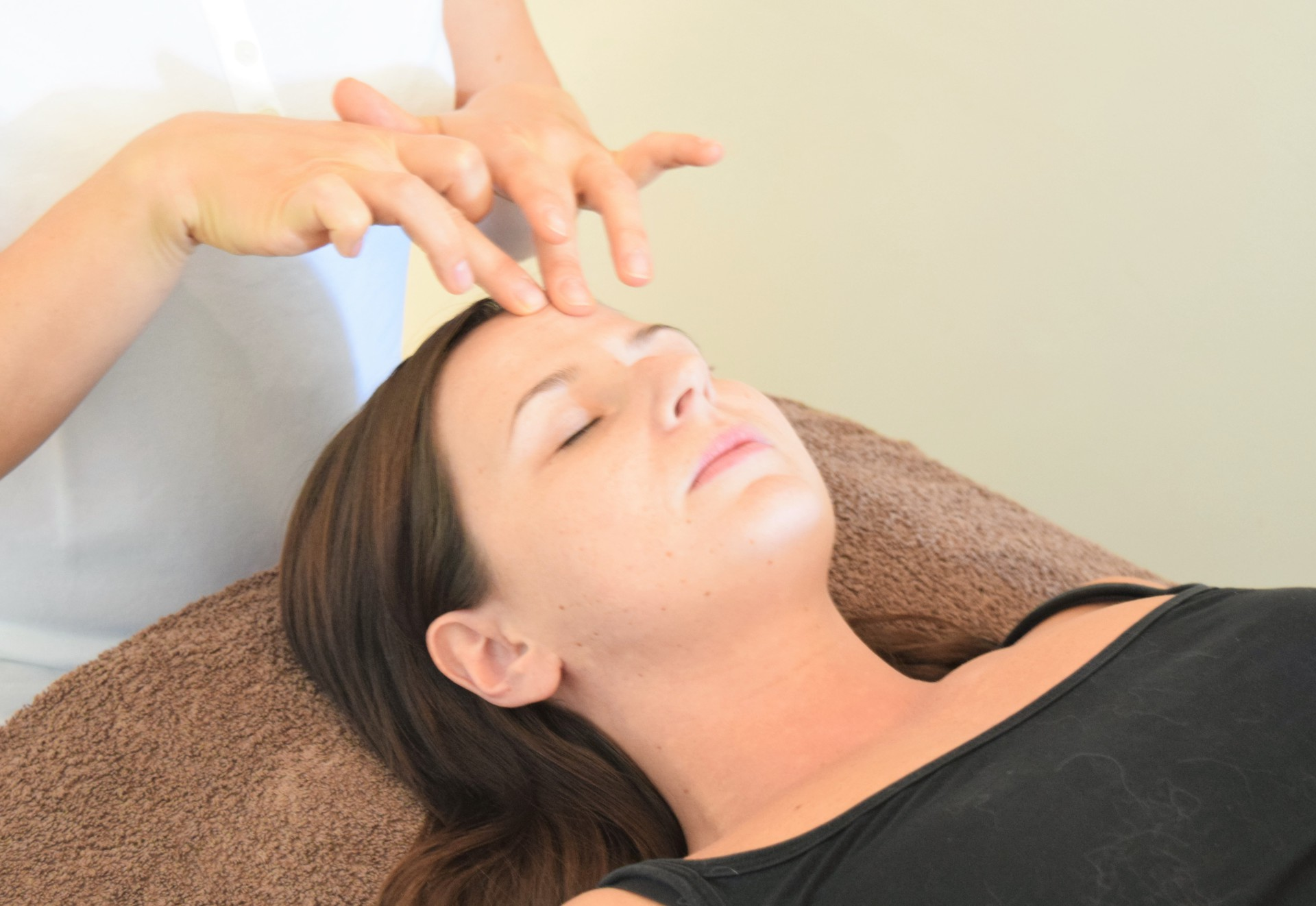 Fingertip Facelift Massage by Sam Saunders