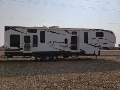 2010 Fuzion FZ360 w/2 Slideouts, Bath and 1/2, Toyhauler - $31000