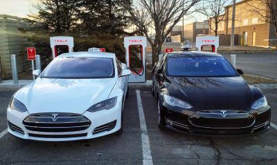 Premier taxi indépendant Tesla à Montréal!