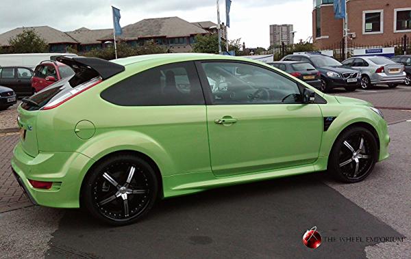 "<img src=""Mozforged-Ford-Focus-RS-wheelpicture.jpg"" alt=""alloy-wheels"" />"