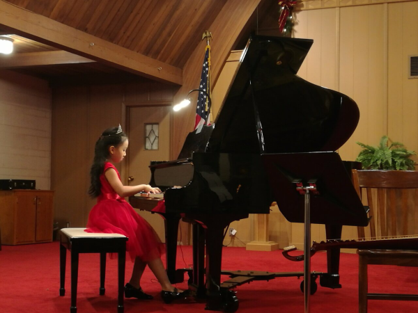Student play piano