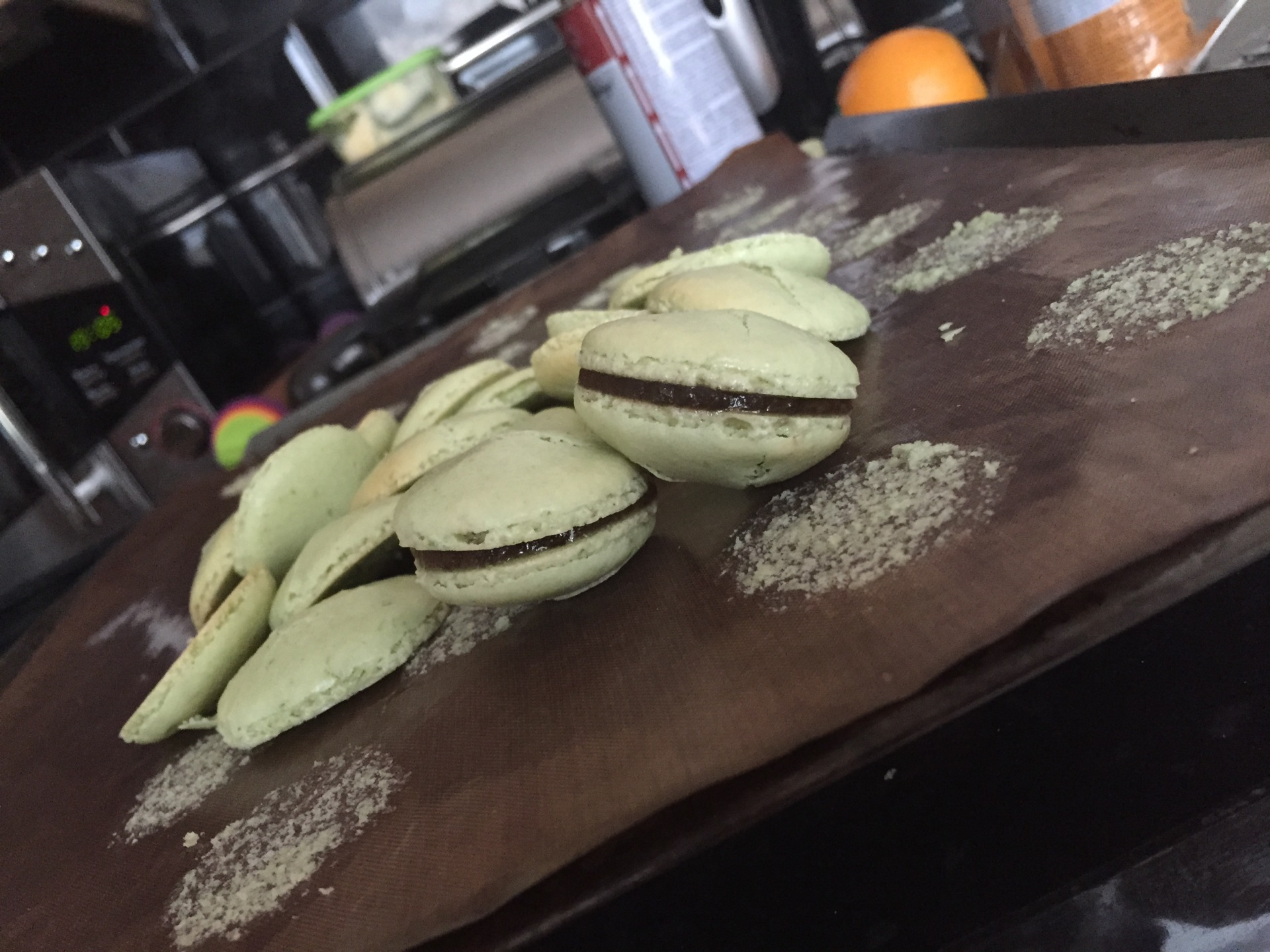 Mint macarons, rum and coke gel