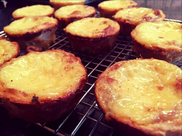 Pastel de nata portuguese custard tarts flavoured with cinnamon and lemon