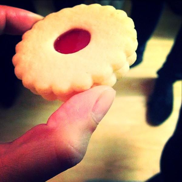 Shortbread biscuit, raspberry jam filling