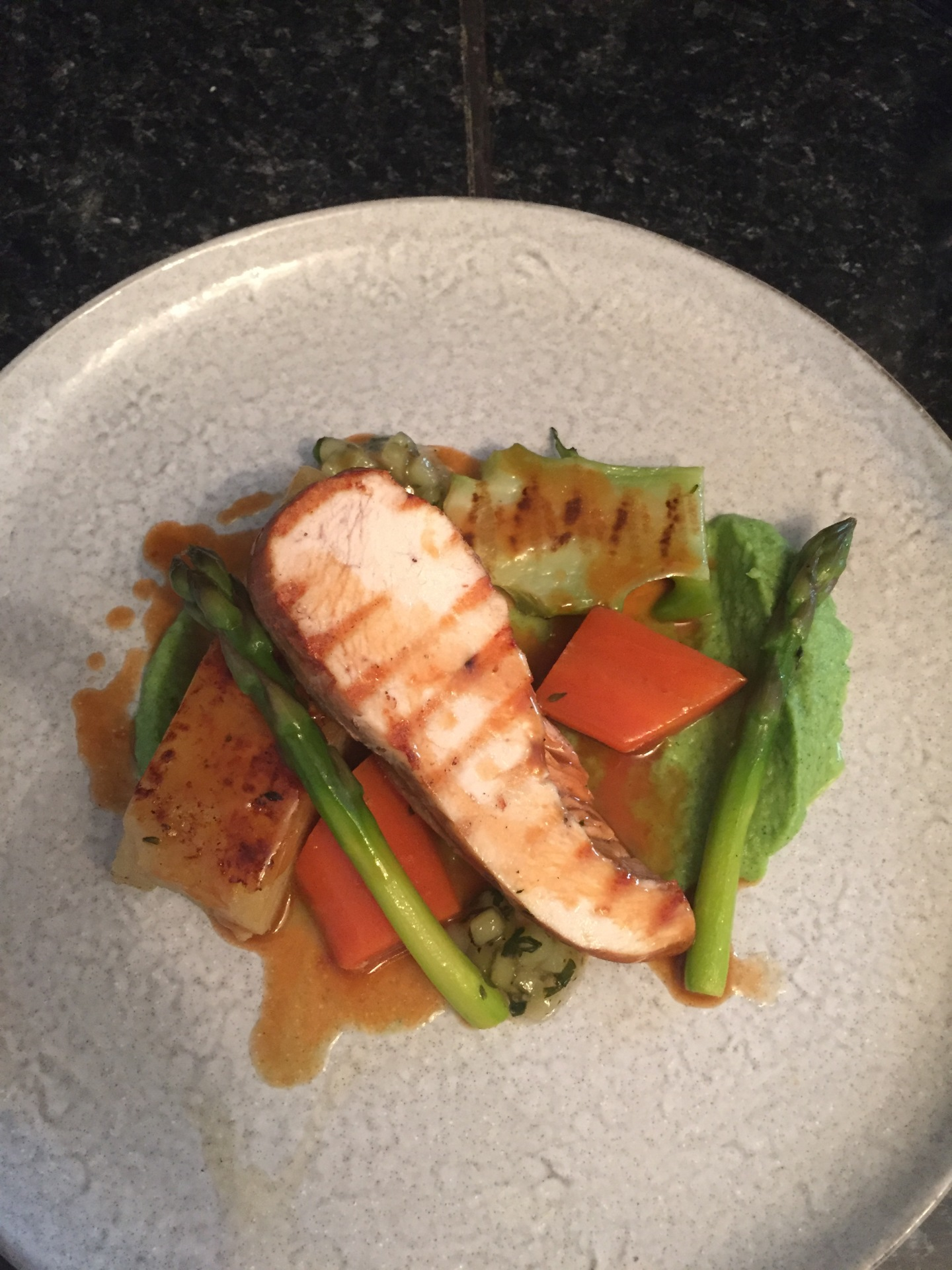 Grilled chicken, broccoli puree, broccoli ketchup, asparagus, carrots, pommes anna, chicken sauce