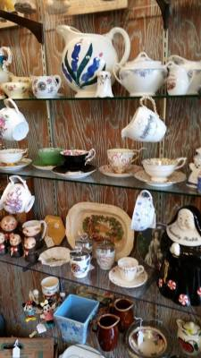 Ceramic and porcelain items