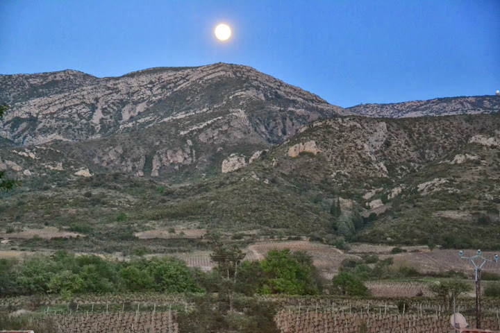 Full moon over Embres et Castelmaure