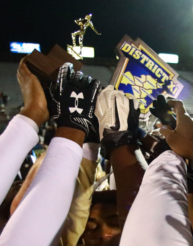 Becahi races past Saucon 73-14 for third straight district title and fifth in six years
