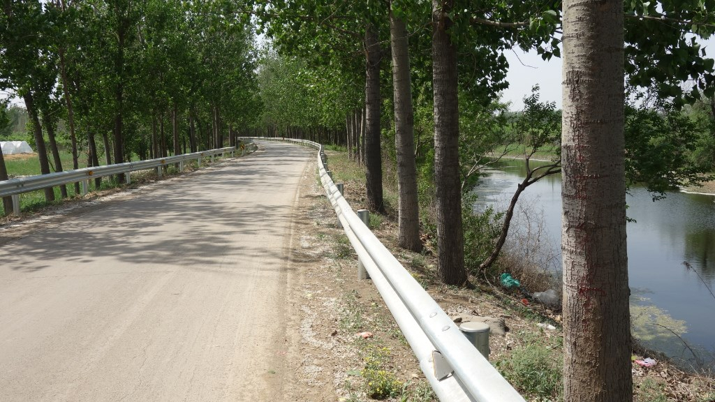 deserted-road-following-canal