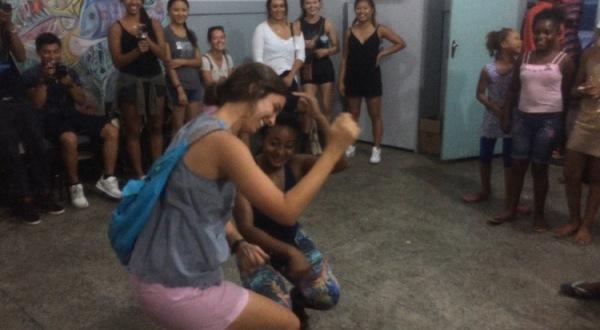AXÉ dancing