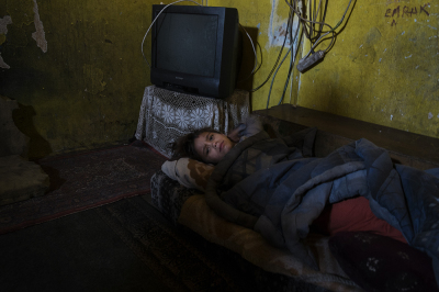 Camp Konic, Podgorica, Montenegro. A sick little girl is sleeping in one of the poorest shack of Konic 1.