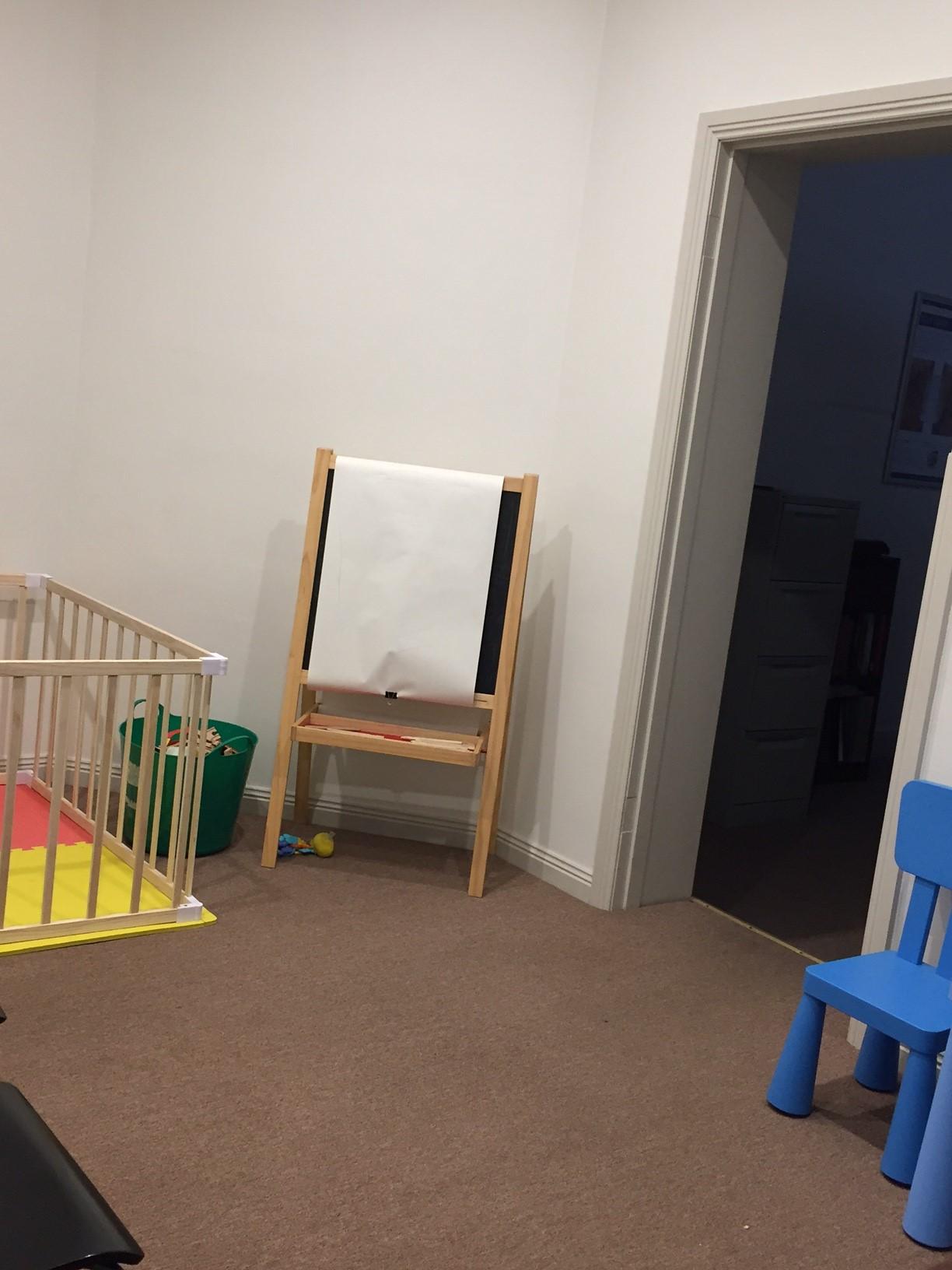 "<img alt=""Child Friendly Clinic"">"