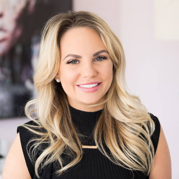 Melanie Cram - Stylist