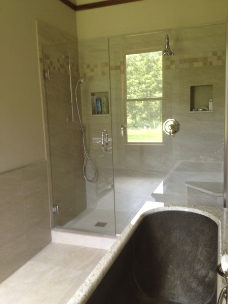 Ensuite bath/private bedroom sleeps 2 on first floor