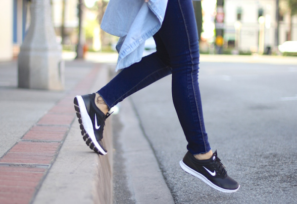 How to wear your sneakers on the city street