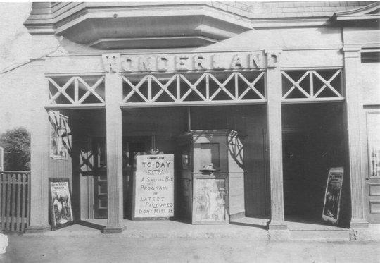 Wonderland Theater, Andover