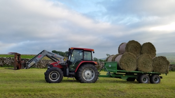 case, tractor, moving big bales