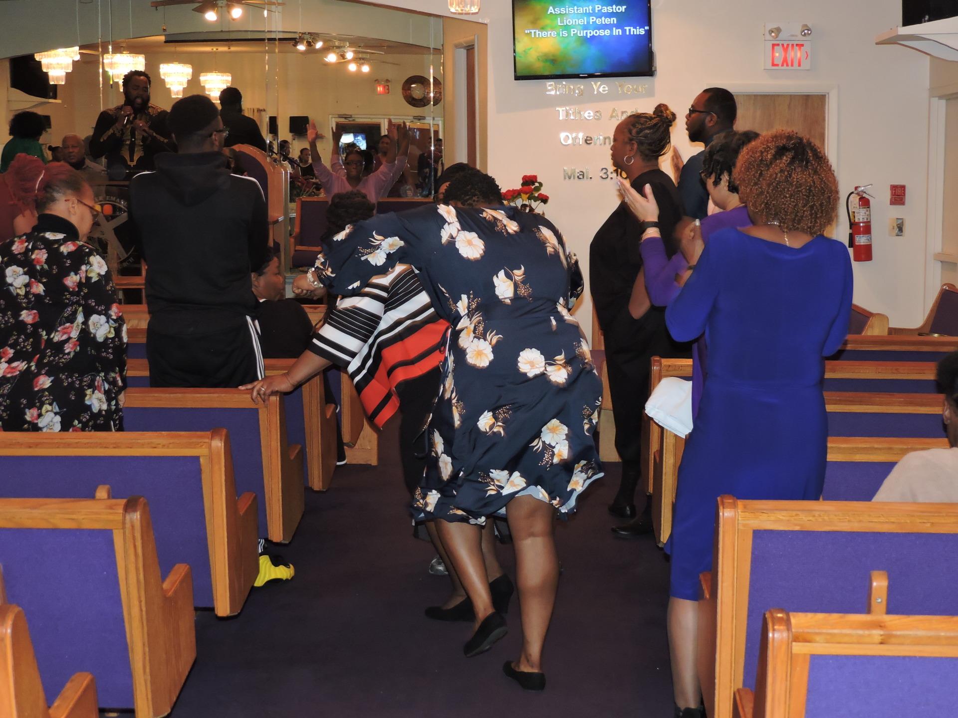 Members Praising God!