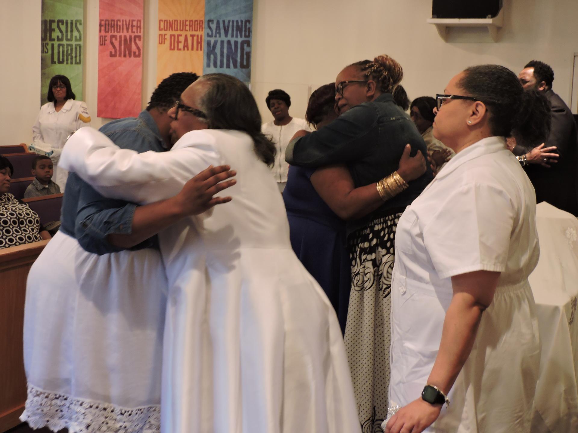 Pastor Gwen Priester/Altar Call