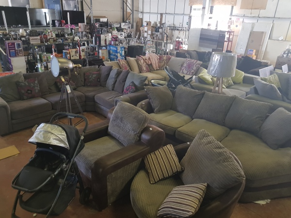 MASSIVE DEALS ON SOFAS! ALL SETS SOLD FROM £100!