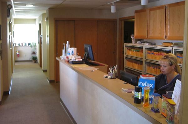 Dr. Henke's dental front desk