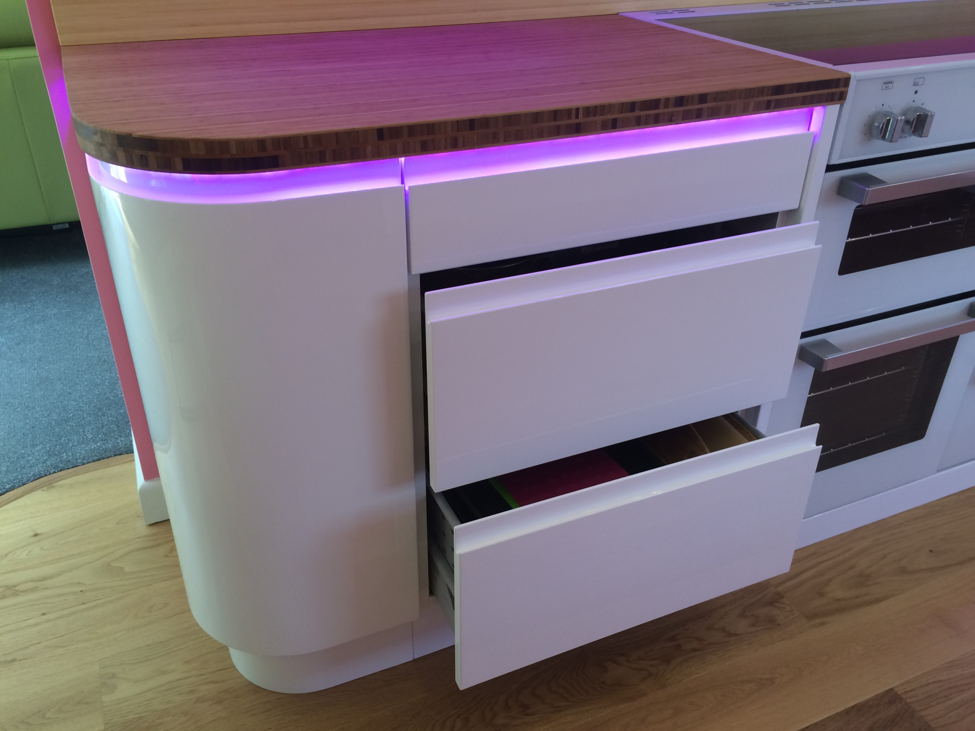 Super smooth kitchen cabinets and pink LED lighting
