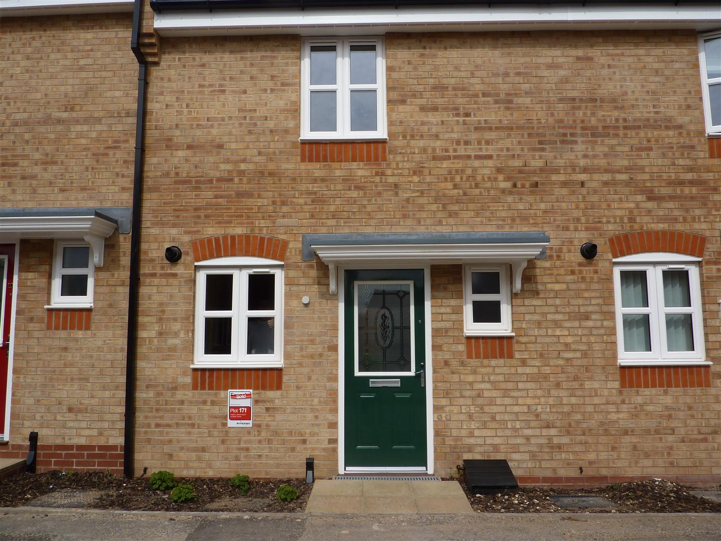 2 Bedroom Town House - Newly Refurbished