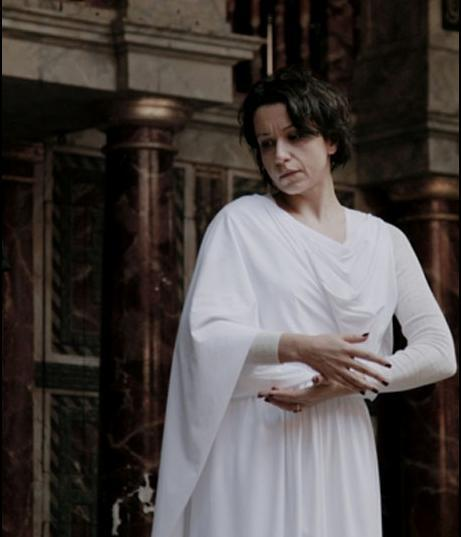 Idit Arad on the stage in the Globe theatre as Antigone n The Burial at Thebes by Heaney/Legendre