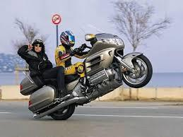 Why Goldwing riders dont wave