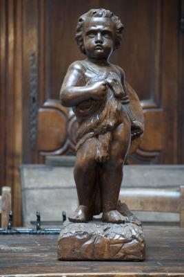 antiek houten beeld grenen beeld strijdende putto 19e eeuw la folie antiek den bosch vintage