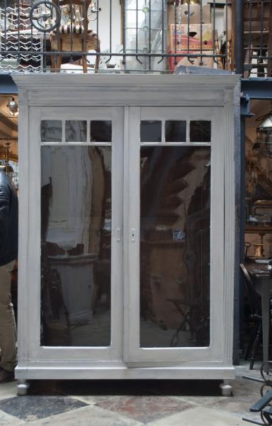 Grote franse vitrine kast antiek glas elegant eiken houten vitrine kast barok glas vintage Antieke houten kast La Folie Antiek den bosch 's-hertogenbosch vintage tafels nederland hele grote vintage kast nederland